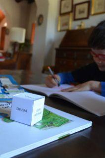 educacion emocional y cuentos, juego DIY laberinto emociones, dado imprimible